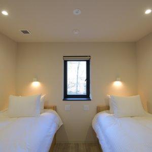 八 メイドルーム 寝室